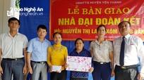 Trao hỗ trợ, bàn giao 'nhà Đại đoàn kết' cho các hộ nghèo ở Nghệ An