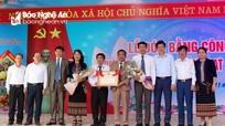 Trường THPT Con Cuông đón Bằng công nhận trường đạt chuẩn Quốc gia