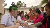 Trao quà Tết và khám bệnh, phát thuốc miễn phí cho 300 người dân ở Tương Dương