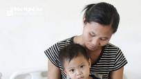 Bé trai 2 tuổi, nhà nghèo mắc bệnh bẩm sinh được 'hồi sinh' kỳ diệu