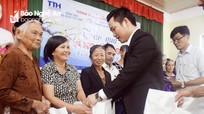 Công ty cổ phần TTH Group trao 100 suất quà Tết vì người nghèo