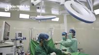 Bụng to bất thường, cô gái 21 tuổi không ngờ mang khối u như quả bóng