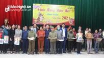 Báo Nghệ An và Tâm Quê Land tặng quà Tết Tân Sửu tới hộ nghèo ở Châu Nhân, Hưng Nguyên