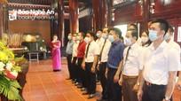 Dâng hương, báo công với Bác nhân kỷ niệm 131 năm ngày sinh của Người