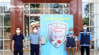 Công ty Thái Gia Bảo tặng Báo Nghệ An buồng khử khuẩn để phòng, chống Covid-19