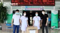 Công ty CP Phan Nguyễn trao tặng 200 bộ quần áo bảo hộ y tế cho lực lượng tuyến đầu chống dịch