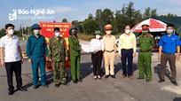 Các địa phương trao quà hộ nghèo, ủng hộ lực lượng phòng, chống dịch Covid-19
