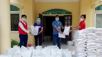Hội Chữ thập đỏ trao 180 suất quà hỗ trợ các gia đình khó khăn ở thành phố Vinh