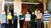 Lãnh đạo thị xã Cửa Lò trao quà hỗ trợ gia đình ngư dân gặp nạn trên biển
