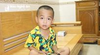 Gặp bé 3 tuổi biết đọc, 4 tuổi biết viết ở Nghệ An