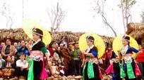 Các cô gái người Mông Trẩy hội Đền Vạn - Cửa Rào năm 2018