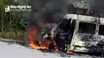 Xe tang chở hài cốt đi hỏa thiêu bốc cháy trên đường về