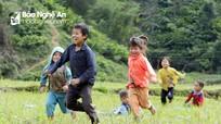 """Những """"giờ chơi"""" đặc biệt của trẻ em miền núi Tây Nghệ"""