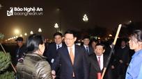 Phó Thủ tướng Vương Đình Huệ chúc Tết nhân viên lao công đêm Giao thừa