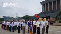 Đoàn đại biểu huyện Quỳnh Lưu dâng hương báo công với Bác tại Thủ đô Hà Nội