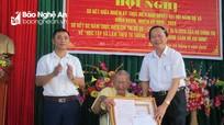 Quỳnh Lưu trao tặng Huy hiệu Đảng cho 9 đảng viên