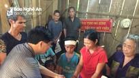 Phó Bí thư Tỉnh ủy Nguyễn Văn Thông thăm hỏi, động viên người dân vùng lũ