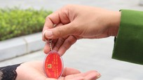 Người dân miền núi Nghệ An tham gia tố giác tội phạm qua ' móc khóa bình yên'