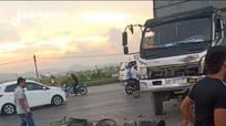 Va chạm với ô tô tải, người đi xe máy tử vong