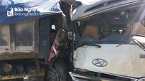 Nghệ An: Xe khách và xe tải đấu đầu, nhiều người bị thương và hoảng loạn