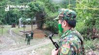 Chiến sỹ biên phòng vừa chống dịch vừa đề phòng voi rừng tấn công
