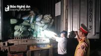 Bắt quả tang  xe đầu kéo chở 30 tấn nội tạng lợn bốc mùi hôi thối