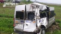 Xe container đâm văng xe khách ở Nghệ An, 3 người nguy kịch  