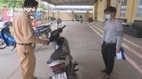 Triệu tập nam thanh niên bỏ trốn sau va chạm giao thông khiến cụ bà gãy chân