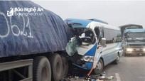 Nghệ An: Tai nạn thảm khốc lúc rạng sáng, hơn 20 người thương vong