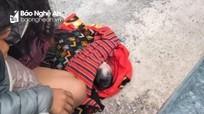 Hỗ trợ sản phụ Nghệ An đẻ rơi con bên lề đường