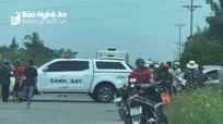 Phát hiện thi thể người đàn ông bị quấn chăn quăng bên đường