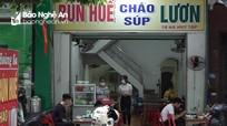 Đã có lệnh dừng hoạt động để chống dịch, một số hàng quán ở TP Vinh vẫn mở cửa đón khách