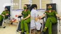3 nữ cán bộ công an hiến máu giúp bệnh nhân nghèo phẫu thuật khẩn cấp