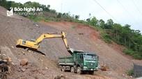 Thi công công trình chống sạt lở đất ở Kỳ Sơn