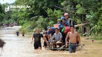Lũ rút, người dân Nghệ An ngập ngụa trong đống bùn non