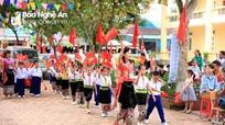 Chủ tịch Ủy ban MTTQ tỉnh dự lễ khai giảng tại Quỳ Châu