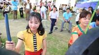 Trưởng Ban Nội chính Tỉnh ủy chung vui Ngày hội Đại đoàn kết với đồng bào TháI