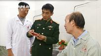 Bệnh viện Quân y 4 tặng 63 chiếc radio cho bệnh nhân