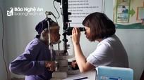 Gần 3.400 người cao tuổi ở Diễn Châu được khám mắt miễn phí