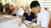 Bệnh viện GTVT Vinh khám, cấp thuốc miễn phí cho người cao tuổi