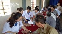 Khám và cấp thuốc miễn phí cho gia đình chính sách ở TX Thái Hòa