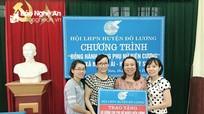 Trao 25,7 triệu đồng cho hội viên phụ nữ và học sinh nghèo tại Kỳ Sơn.