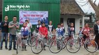 Các hoạt động thiết thực hỗ trợ học sinh và người nghèo