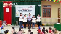 Hoạt động hỗ trợ học sinh và người nghèo tại các địa phương