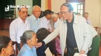 Trao sổ tiết kiệm và tiền hỗ trợ làm nhà ở cho các gia đình liệt sỹ ở Quỳnh Lưu