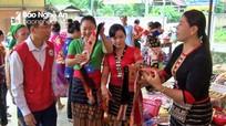 Hơn 300 gia đình khó khăn ở Tam Hợp được nhận miễn phí nhu yếu phẩm
