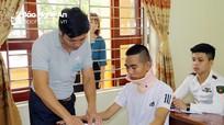Kỳ thi THPT ở Nghệ An: Bị thương nẹp cổ vẫn đi thi; 50 tuổi vẫn nuôi ước mơ vào đại học