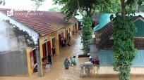 Hàng nghìn học sinh Nghệ An chưa thể tựu trường vì bị ngập lụt và chia cắt