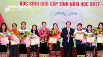 Tuyên dương 25 học sinh xuất sắc dân tộc thiểu số Nghệ An