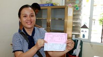 Phụ huynh, học sinh thành phố Vinh hào hứng đi bốc thăm chọn lớp, chọn cô